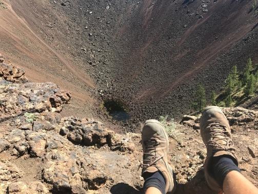 Chaussures avec le volcan en Mongolie