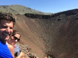 Vue sur le cratère du volcan en Mongolie