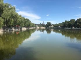 Le Canal devant la Cité Interdite a Pékin