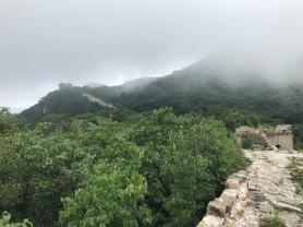 Visite de la muraille de Chine sous la brume en aout