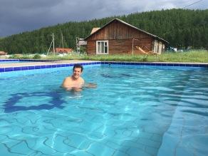 Bain dans les sources chaudes de Tsenkher