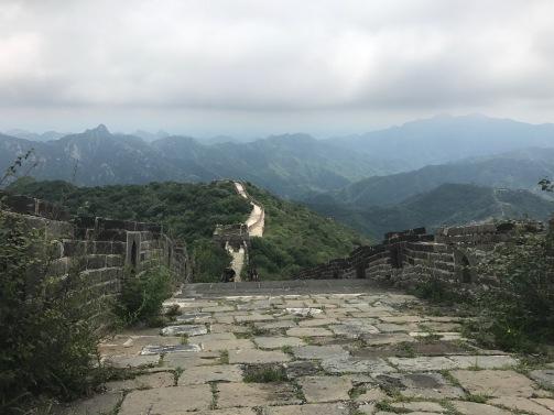 La Grande Muraille de Chine au beau milieu des montagnes