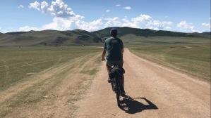 Velos dans les steppes mongoles